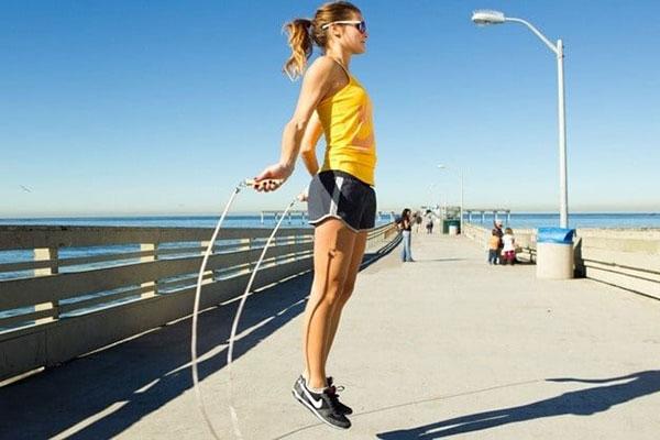 Cách nhảy dây giảm mỡ bụng
