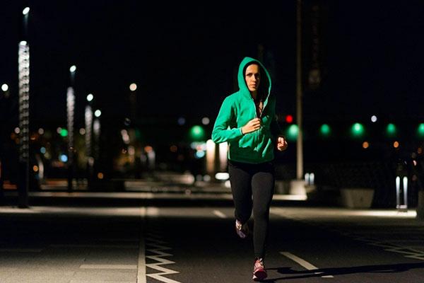Lưu ý khi chạy bộ buổi tối