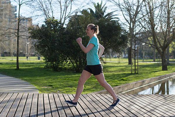 Cách tập đi bộ giảm cân