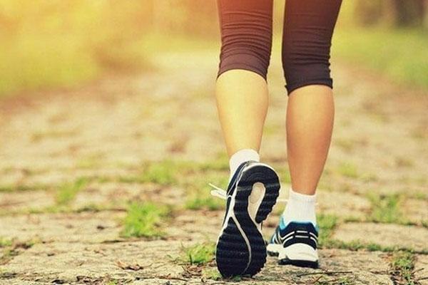 Tập đi bộ buổi sáng đúng cách