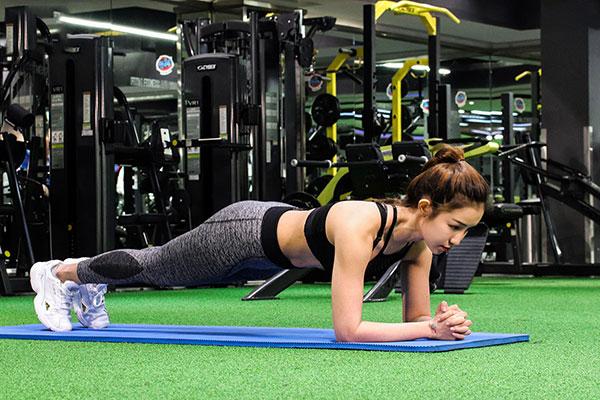 Plank giúp giảm mỡ bụng