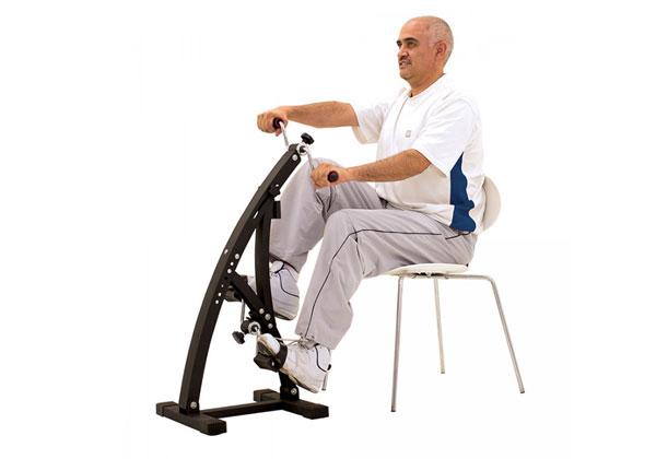 Người cao tuổi tập xe đạp tập thể dục rất an toàn
