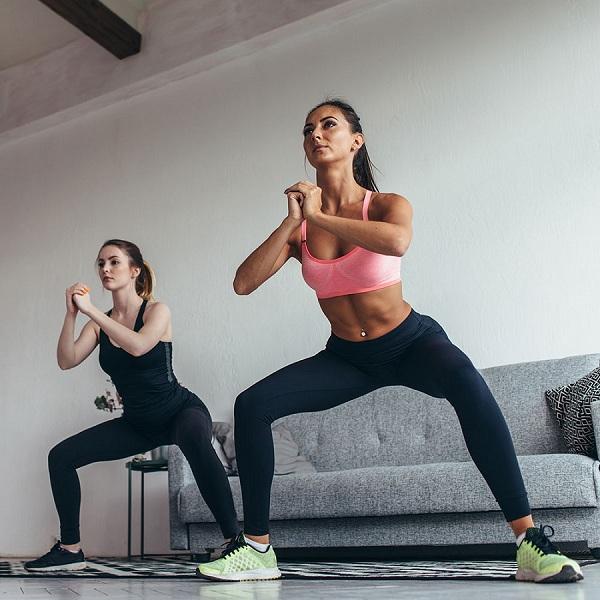 Sumo Squat giúp giảm mỡ đùi hiệu quả