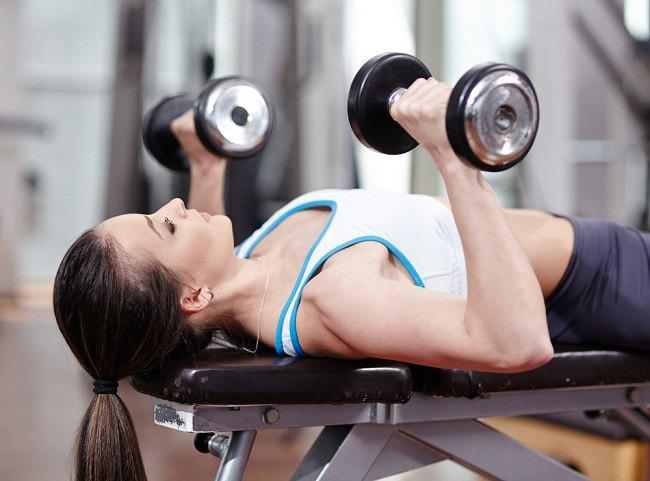 Tập gym sai tư thế là một trong những nguyên nhân bị đau lưng