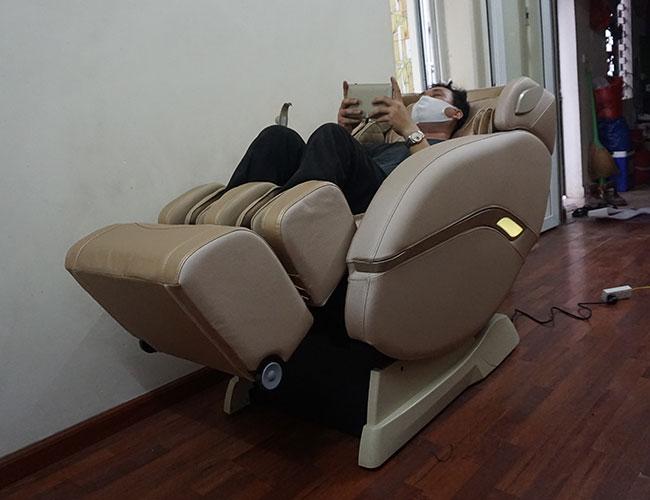 Trải nghiệm thực tế ghế massage tối thiểu 30 phút trước khi quyết định mua