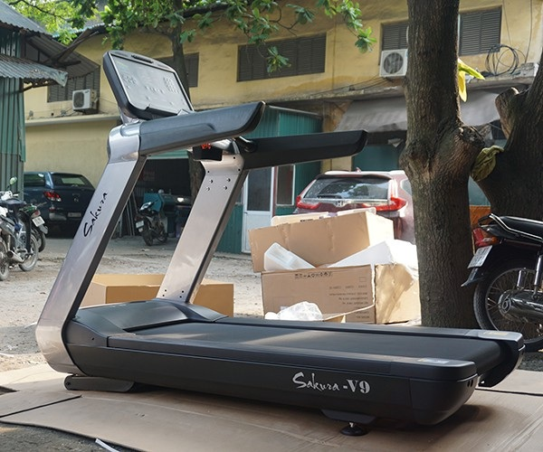 V9 là mẫu máy chạy bộ phòng gym được nhiều người chọn lựa